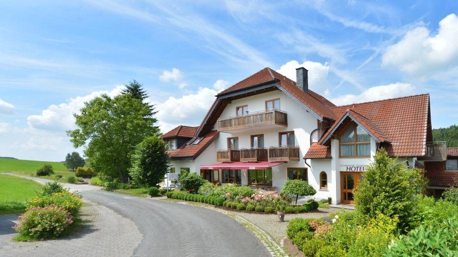 Das Rhön-Hotel Sonnenhof mitten im Grün