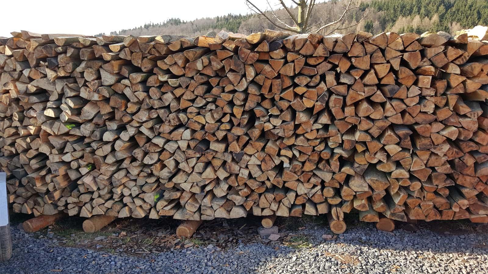 Gestapelte Holzscheide