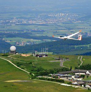 Im Segelflugzeug den Kurzurlaub in der Rhön genießen